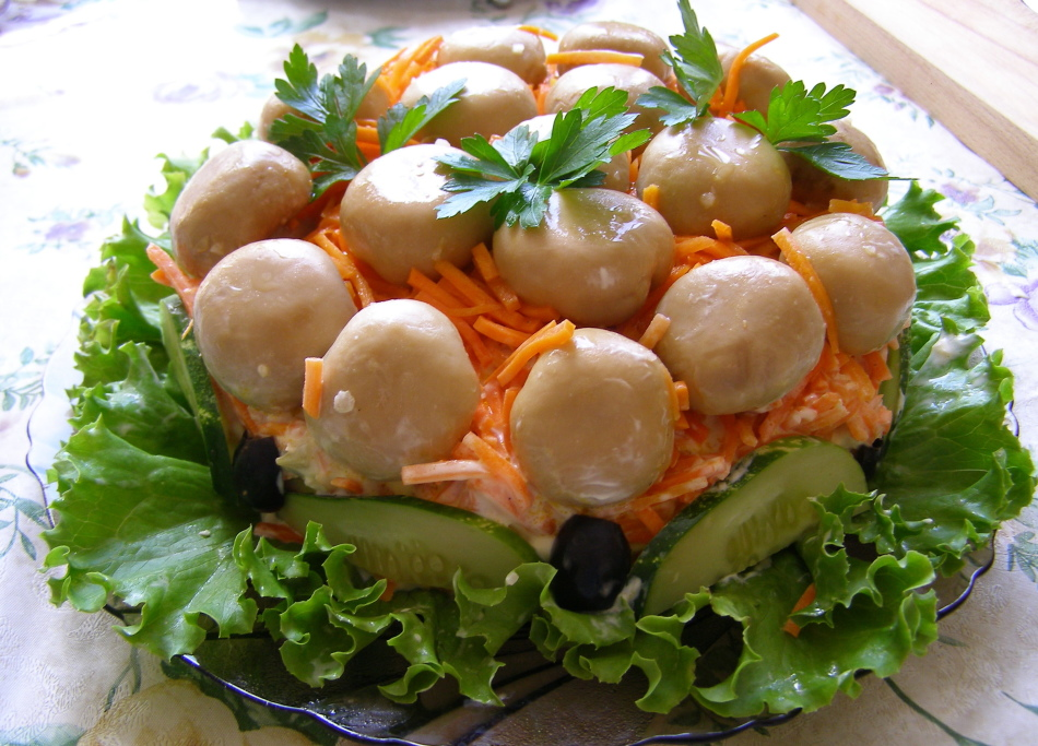 Салат полянка с шампиньонами