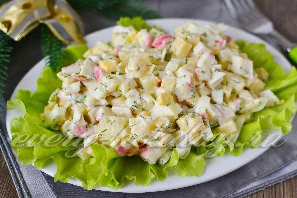 Салат свежесть из курицы с ананасами и крабовыми палочками