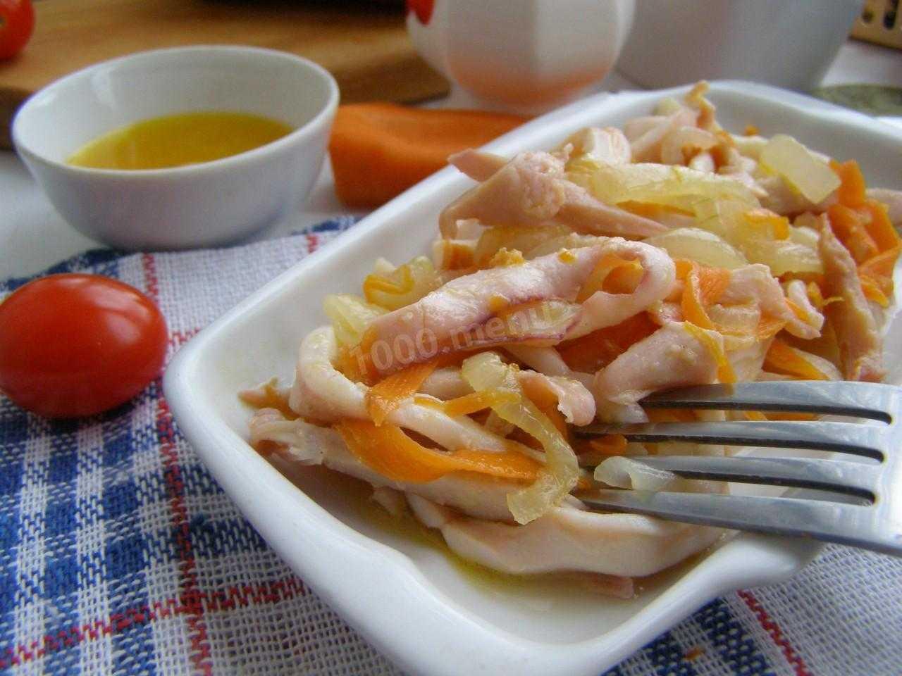 Салат с кальмарами - 10 самых вкусных и простых рецептов с фото пошагово