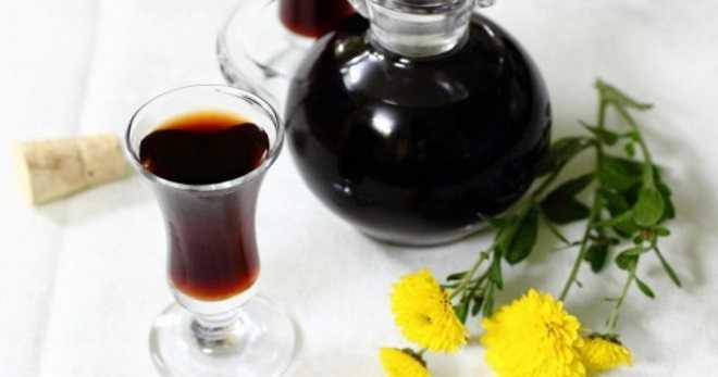 Настойка из черемухи на спирту и на водке: описание рецептов в классическом виде, со специями, с медом, с орешками. Полезные свойства и возможный вред. Наливка из красной черемухи.