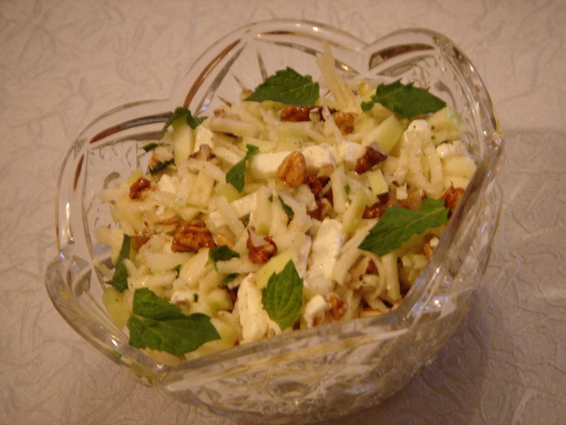 Салат курица ананас сыр яйца грецкий орех