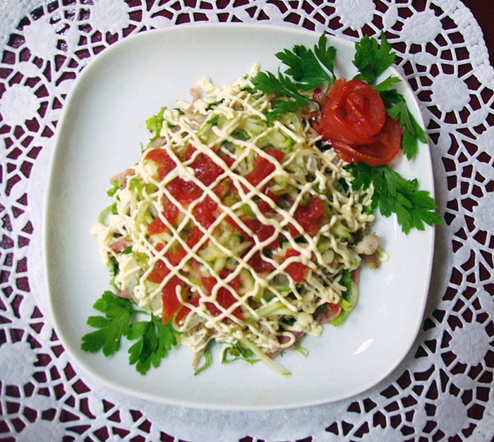 Салат зимний рецепт классический с колбасой и солеными огурцами с морковью пошагово с фото
