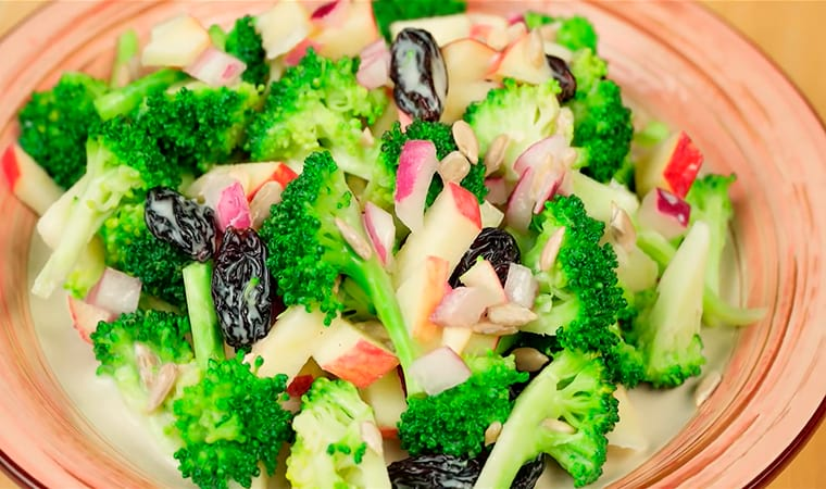 Салат из брокколи с орешками и медом рецепт с фото - 1000.menu