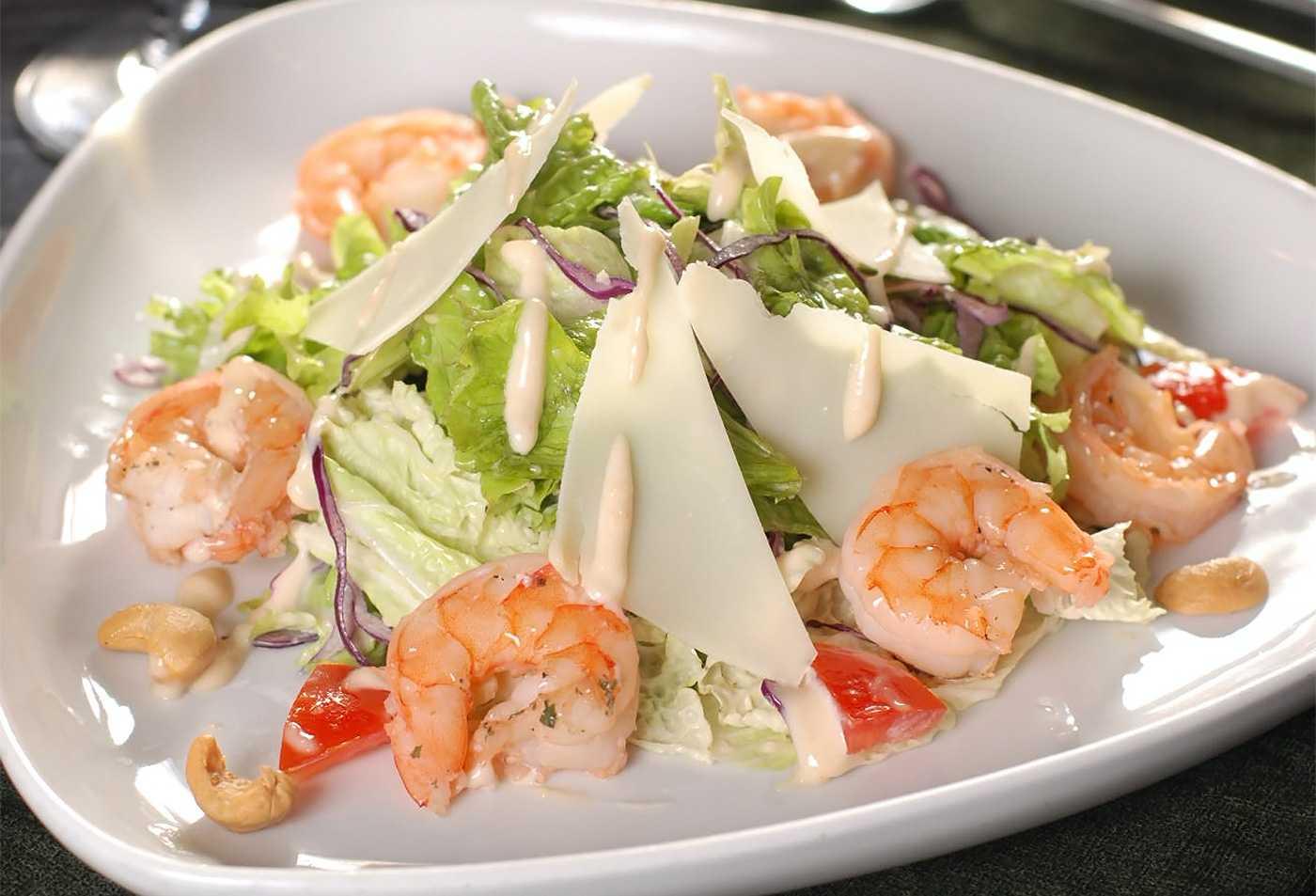 Салат с семгой и креветками рецепт с фото пошагово - 1000.menu