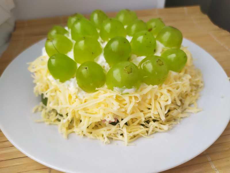 Салат с виноградом – 8 вкусных рецептов приготовления