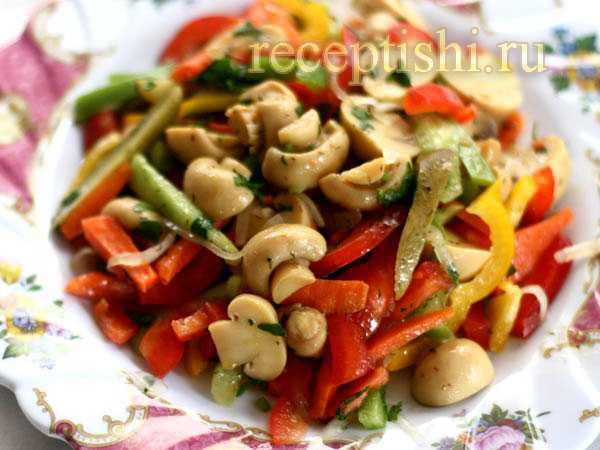 Салат с жареными лисичками: рецепт