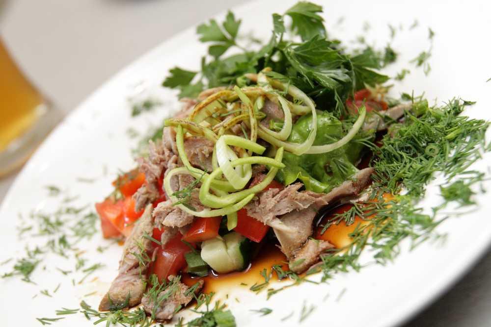 Салат мясной с отварным мясом и 15 похожих рецептов: фото, калорийность, отзывы - 1000.menu
