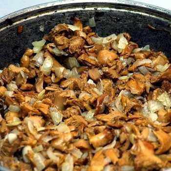 Как пожарить маслята на сковородке. Вкусные и разнообразные рецепты. Секреты, связанные с приготовлением маслят, время обжарки.