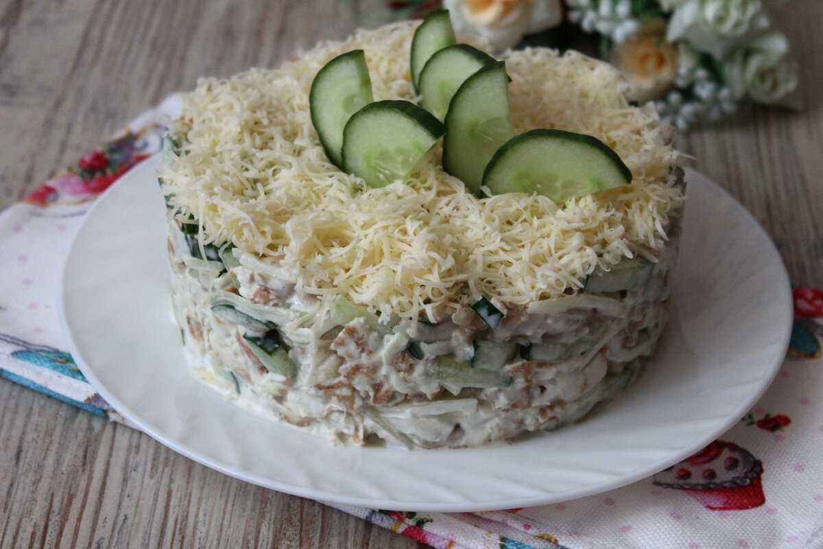 Салат зимний со свежими огурцами