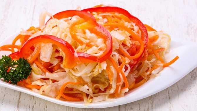 Как приготовить капусту, маринованную горячим рассолом с уксусом и чесноком? варианты блюда и быстрый рецепт