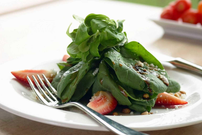 Салат из шпината без яиц со шпиком голландский рецепт с фото пошагово - 1000.menu