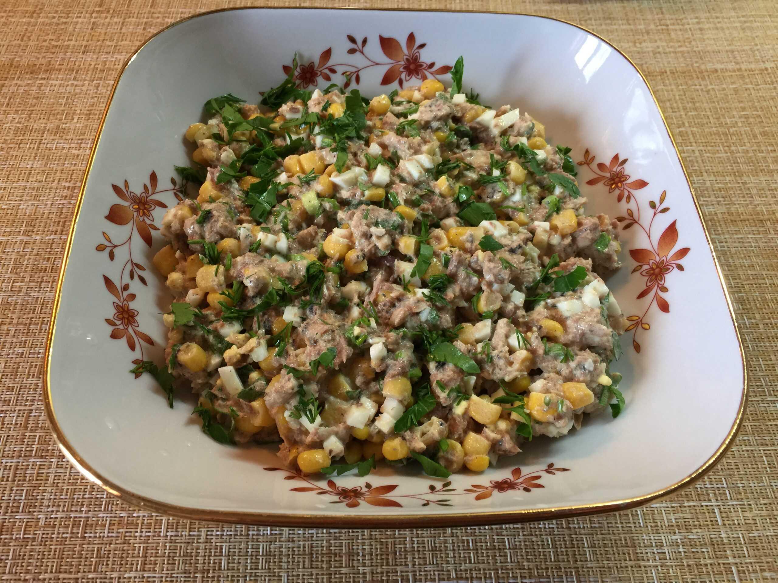 Салат с консервой рыбной