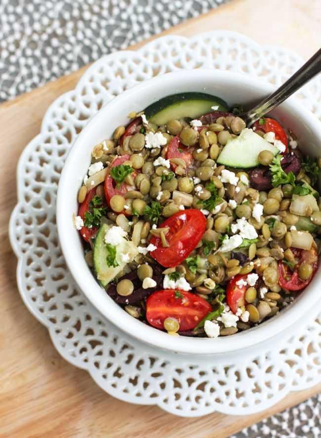 Салат из черной чечевицы с зеленью рецепт с фото пошагово и видео - 1000.menu