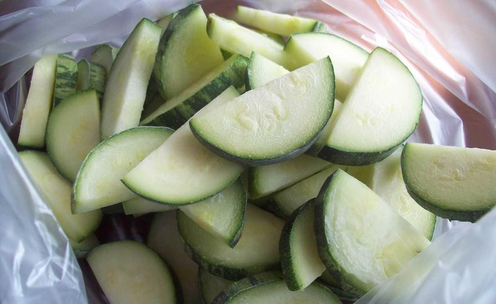 Как правильно заморозить кабачки на зиму свежими: способы заготовки овощей и отзывы