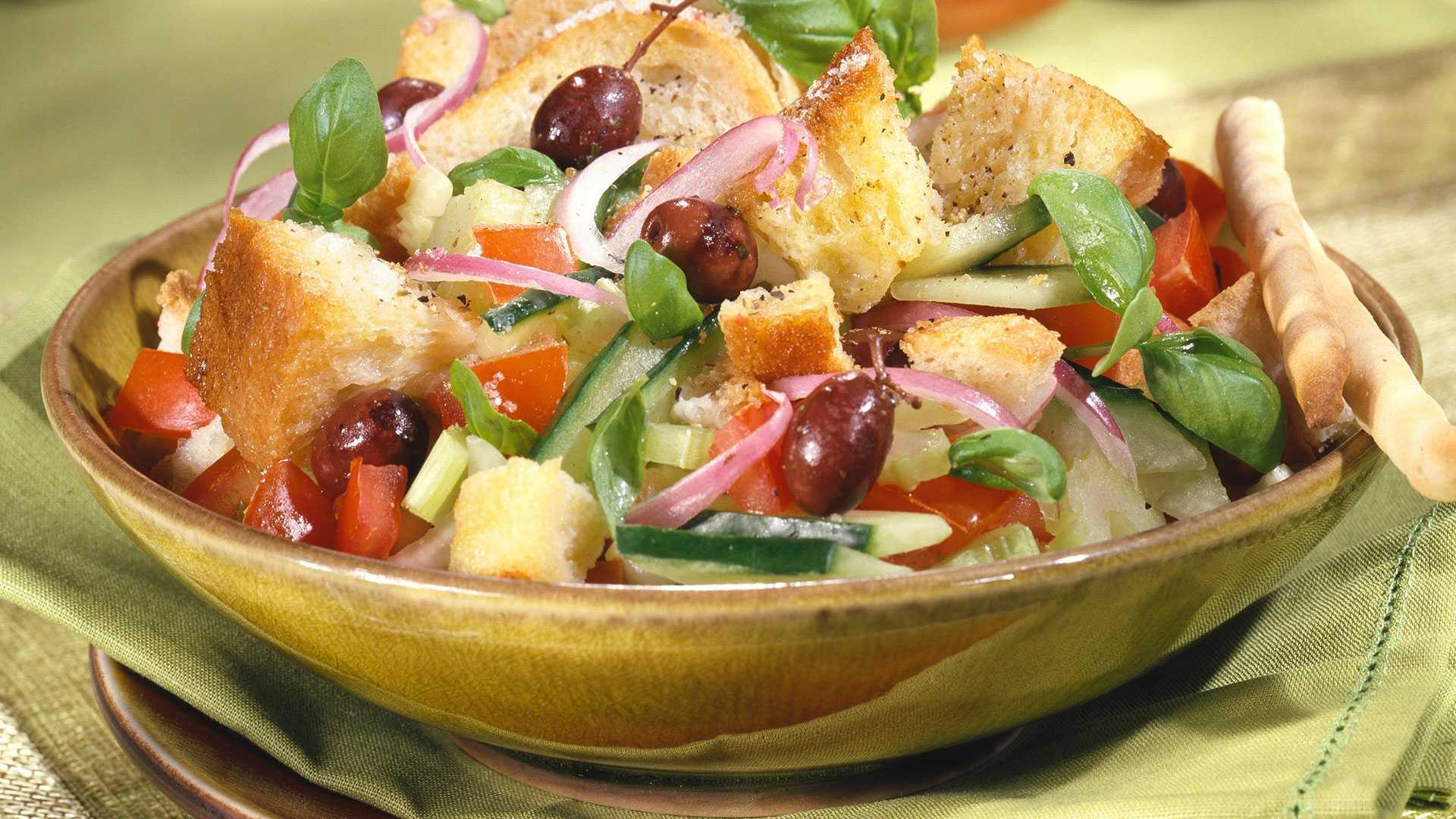 Салат с фасолью и колбасой – 6 оригинальных фото рецептов