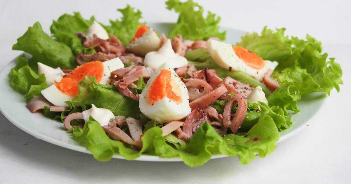 Салат с кальмарами и грецкими орехами