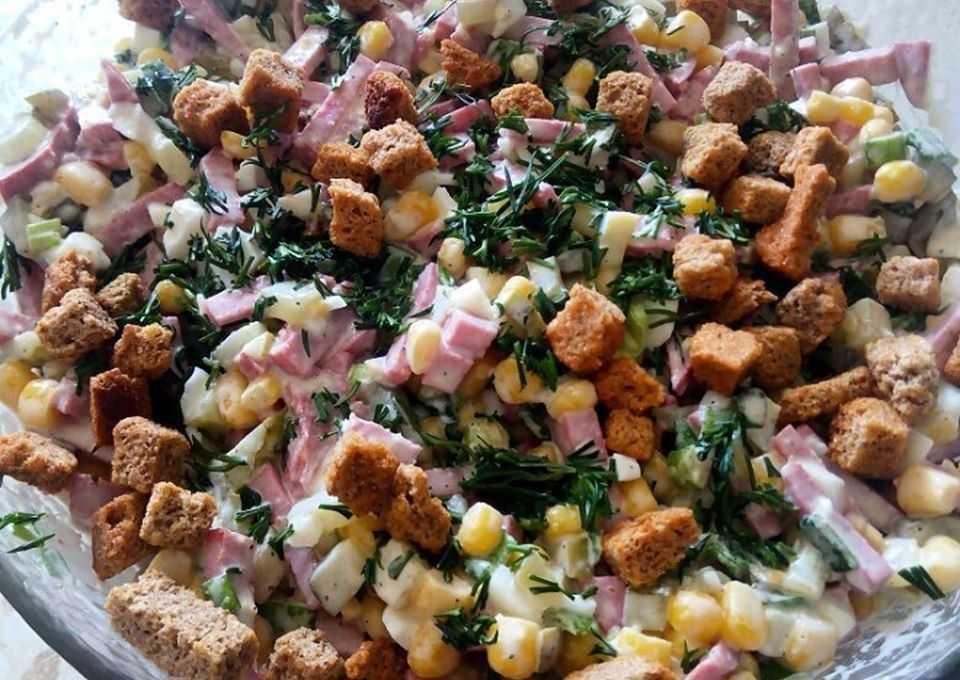 Салат из фасоли кукурузы и колбасы - для вкусного обеда: рецепт с фото и видео