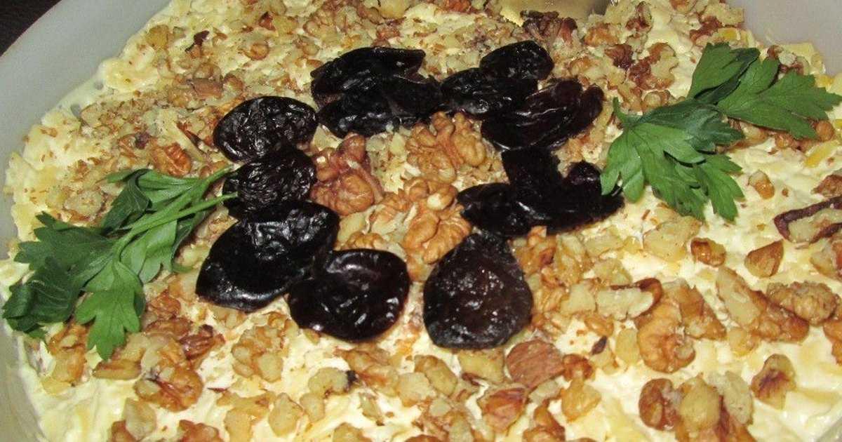 Салат с черносливом и курицей и грецкими