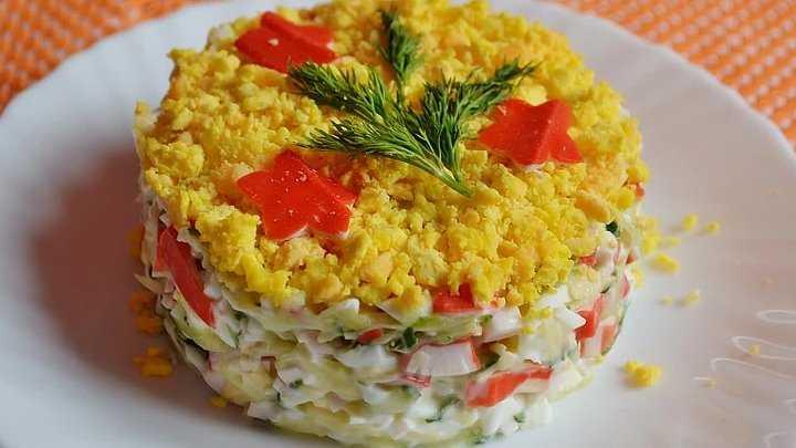 Салат с крабовыми палочками и соленым огурцом рецепт с фото - 1000.menu