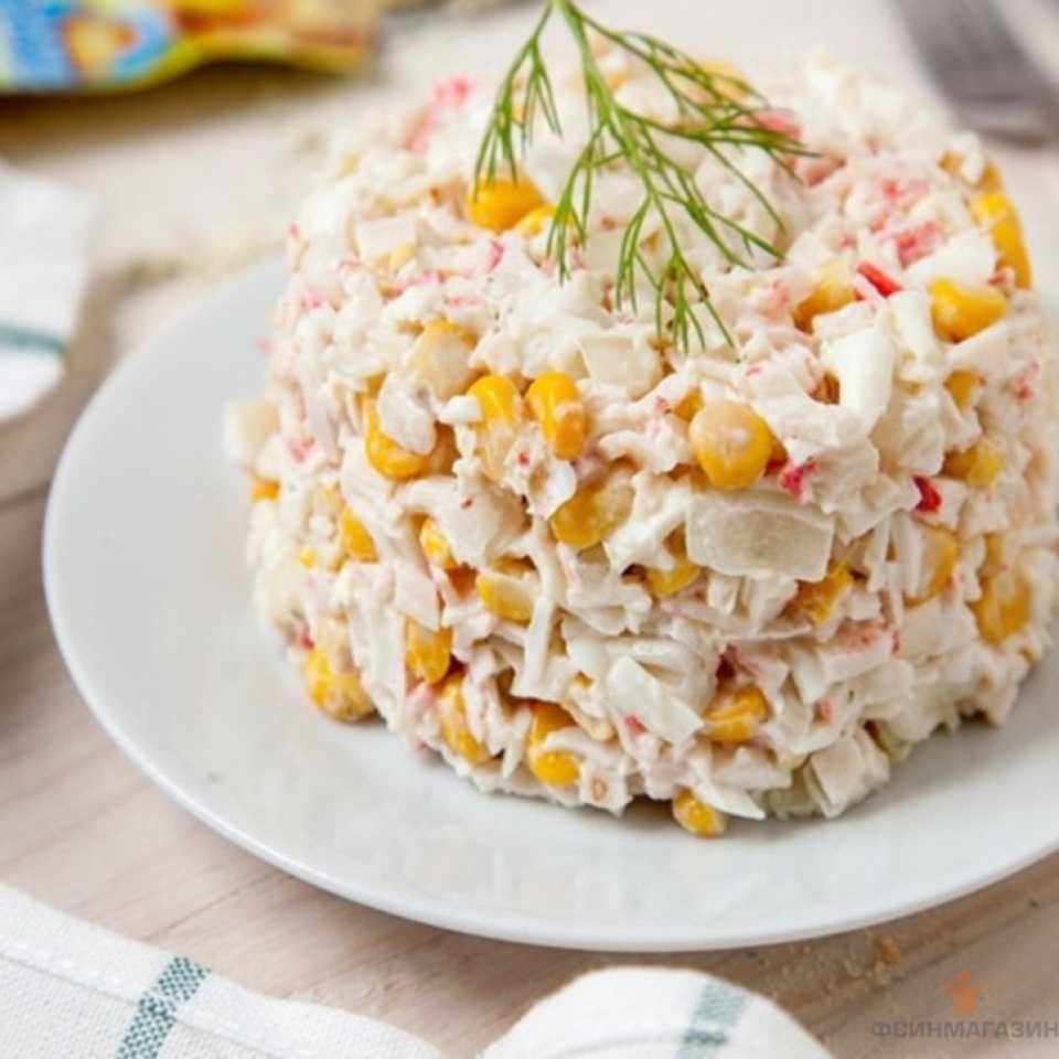 Салат крабовые палочки рис яйца рецепт с фото пошагово - 1000.menu