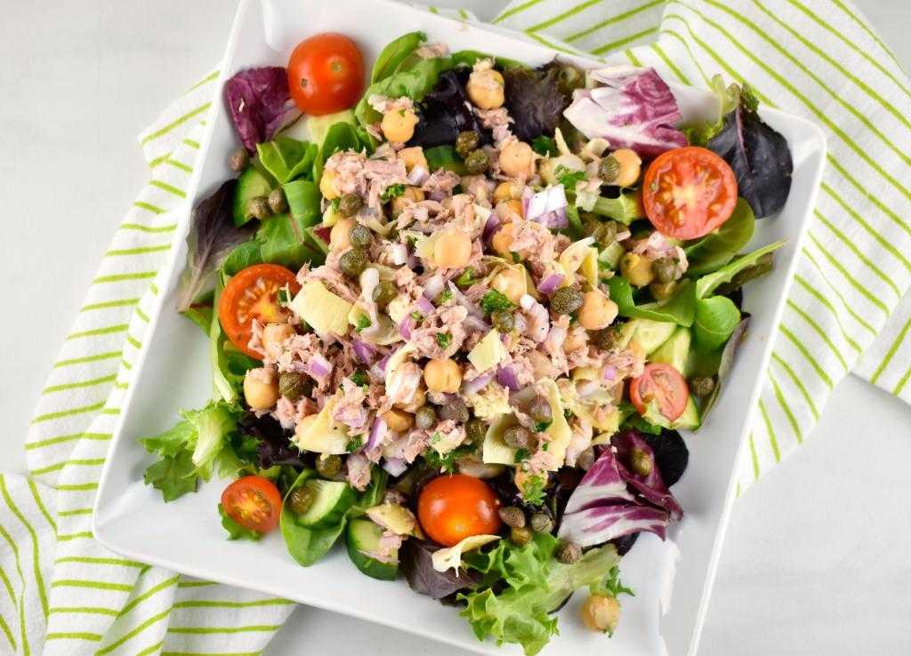 Рыбный салат с кукурузой, огурцом и тунцом рецепт с фото - 1000.menu