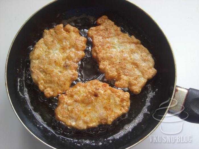Котлеты по-албански из куриной грудки: секреты приготовления. Рецепты: классический, без крахмала, с грибами, с зеленью, с куркумой, с помидорами и кукурузой, в духовке.