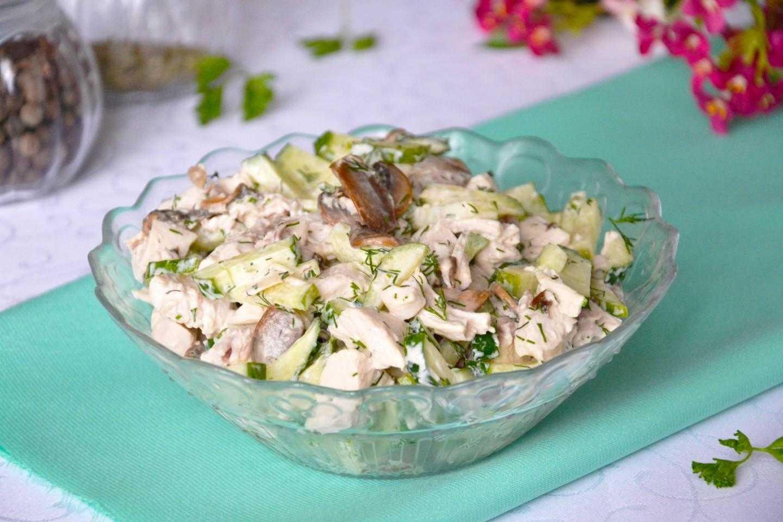 Салаты с грибами и курицей: 8 очень вкусных рецептов