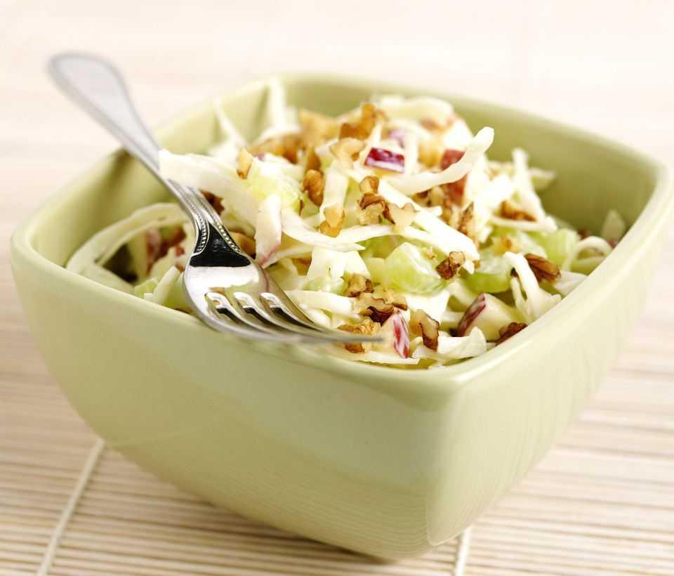 Салат с капустой и грецкими орехами
