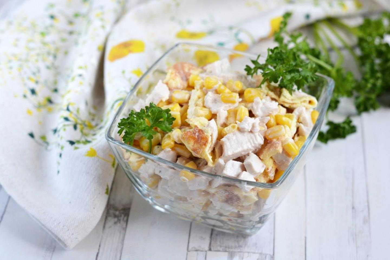 Салат из редьки с куриным филе и яйцами