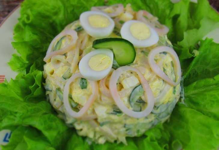 Салат из кальмара с яйцом, огурцом и сыром в двух вариантах