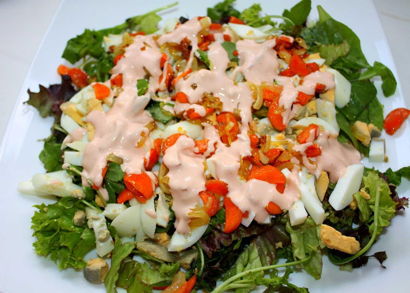 Слоеный салат с курицей и помидорами - 8 пошаговых фото в рецепте