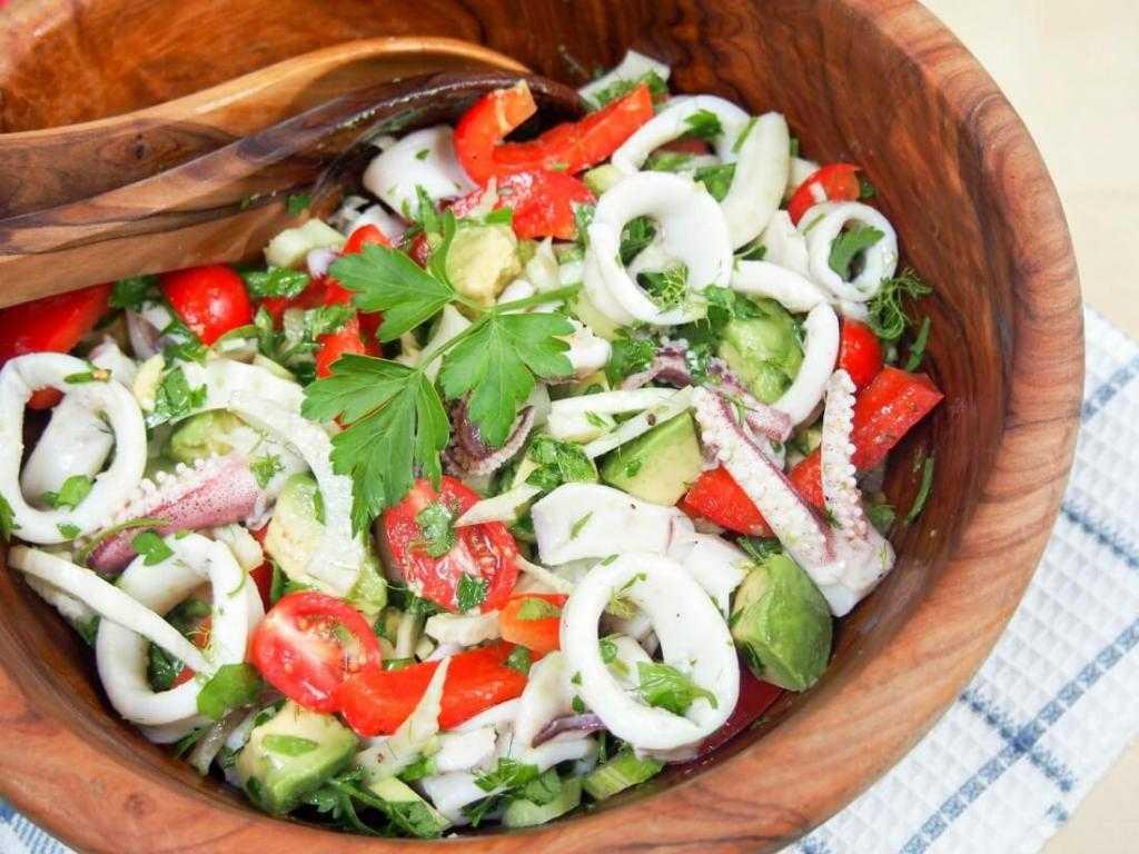 Салат кальмары с авокадо рецепт с фото пошагово - 1000.menu
