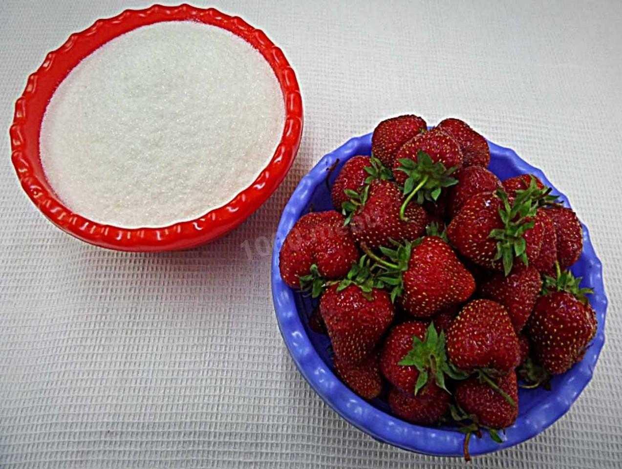 Как правильно заморозить клубнику в морозильной камере с сахаром и без в домашних условиях