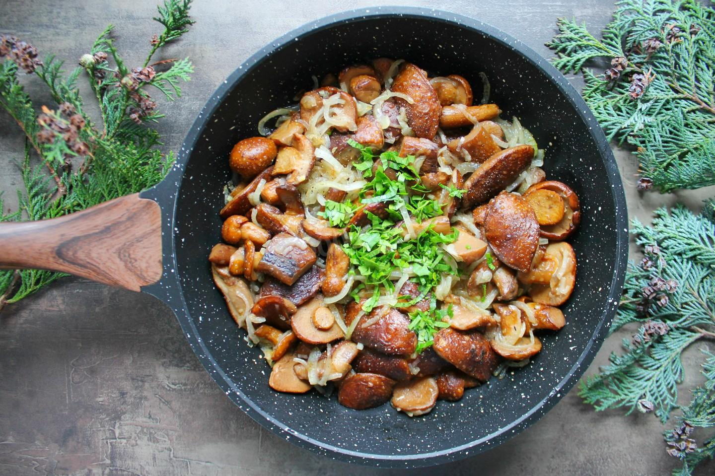 Жареная картошка с маслятами - 3 рецепта жарки в разной посуде