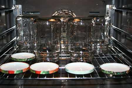 Стерилизация банок в духовке. Преимущества способа стерилизации банок и крышек. Как подготовить тару.