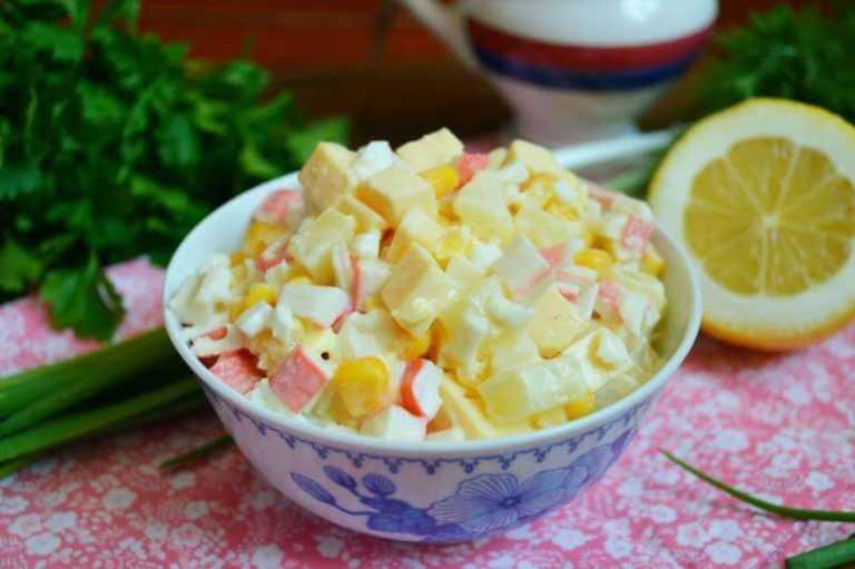 Салат с крабовыми палочками ананасом и сыром рецепт с фото пошагово и видео - 1000.menu