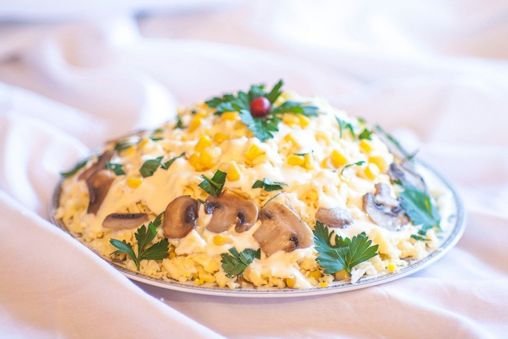 Салат с грибами шампиньонами – всегда вкусно, сытно и доступно: рецепт с фото и видео