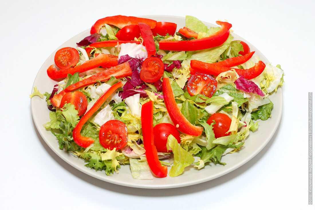 Пирог слоеный с адыгейским сыром и помидорами рецепт с фото пошагово - 1000.menu