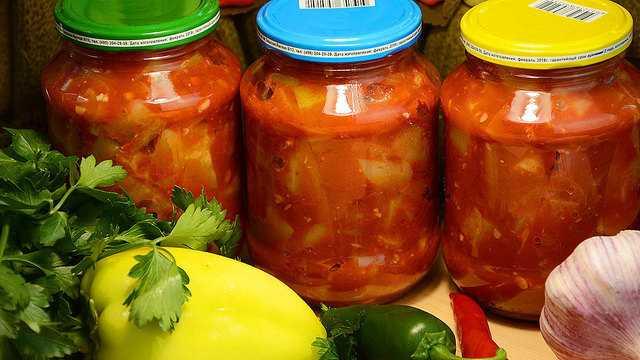 Острая закуска из помидоров - 6 рецептов с чесноком, перцем