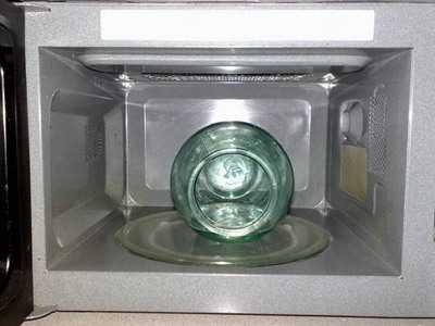 Как и сколько времени стерилизовать банки в микроволновке
