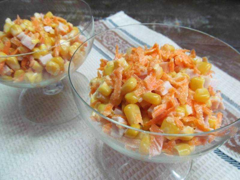 Салат с курицей, корейской морковью и кукурузой