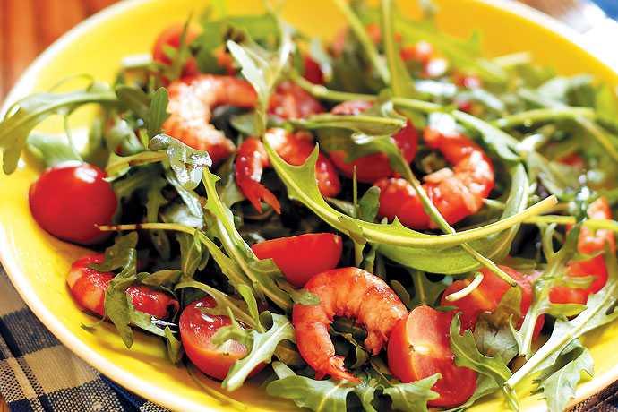Салат с рукколой и креветками — 5 вкусный рецептов