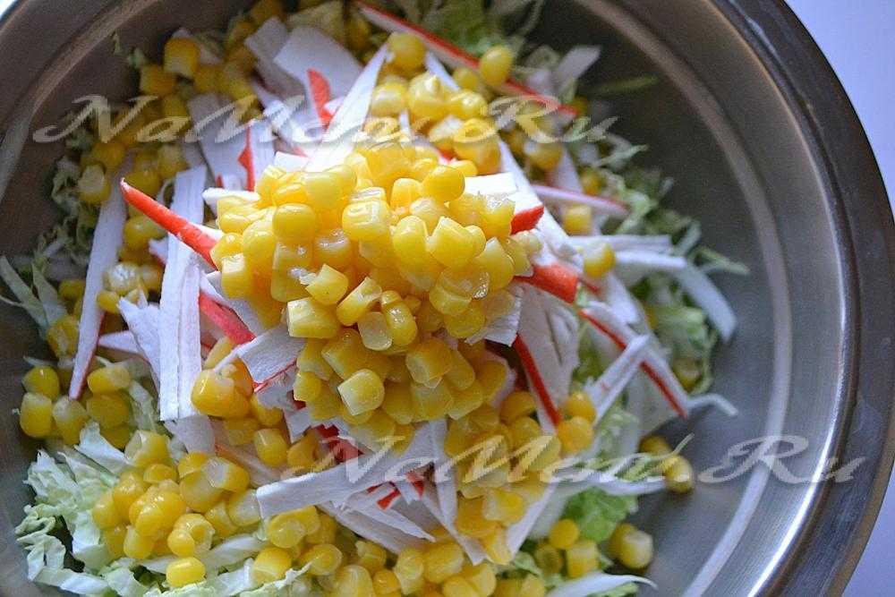 Салат из пекинской капусты и кукурузы: с крабовыми палочками, куриной грудкой, с майонезом, яйцами и другими продуктами, простые, вкусные и легкие рецепты с фото русский фермер